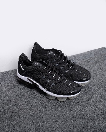 Nike Air VaporMax Plus - Hitam Putih - 13209