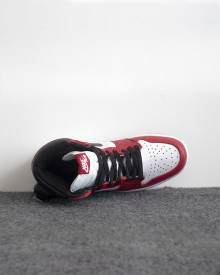 //sirclocdn.com/doyanpepaya/products/_190612165256_13400%20-%20Nike%20Air%20Jordan%201%20OG%20-%20Red%20White%20-%20Rp.835.000%20-%2040-45%20%283%29_tn.jpg