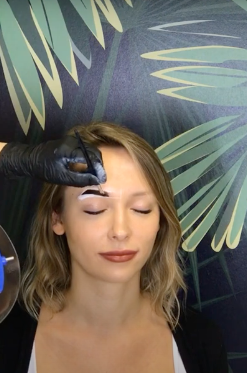 So Henna Live Demonstration of Brow Henna Treatment image