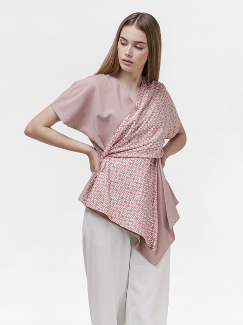 Alma V-neck Layer Top in Pink image